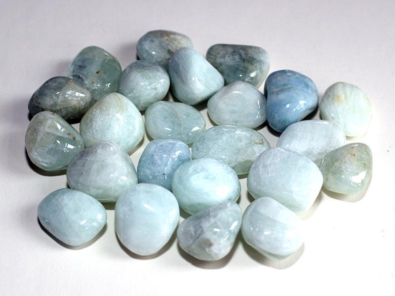 Highly polished Aquamarine (extra grade) tumble stone size 2-3 cm.