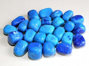 Highly polished Howlite Blue tumble stone size 2-3 cm.