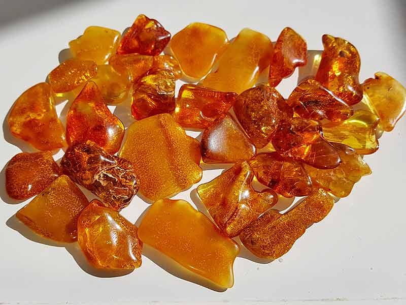 Polished Amber size 20-30 mm.