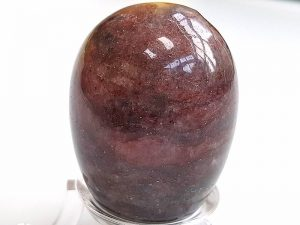 Highly polished Red Mica egg approximate height 45 mm. Beautiful to collect or hold and meditate with. Being a natural product these stones may have natural blemishes and vary in colour and banding. www.naturalhealingshop.co.uk based in Nuneaton for crystals, spiritual healing, meditation, relaxation, spiritual development,workshops.