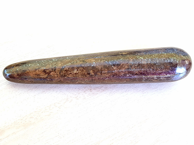 Highly polished Bronzite wand approximate height 90 mm Used in crystal healing and meditation. Excellent for collectors. Being a natural product this crystal may have natural blemishes and vary in colour. www.naturalhealingshop.co.uk based in Nuneaton for crystals, spiritual healing, meditation, relaxation, spiritual development,workshops.