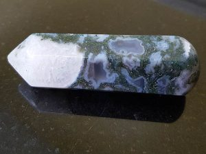 Highly polished Moss Agate wand approximate height 70 mm Used in crystal healing and meditation. Excellent for collectors. Being a natural product this crystal may have natural blemishes and vary in colour. www.naturalhealingshop.co.uk based in Nuneaton for crystals, spiritual healing, meditation, relaxation, spiritual development,workshops.