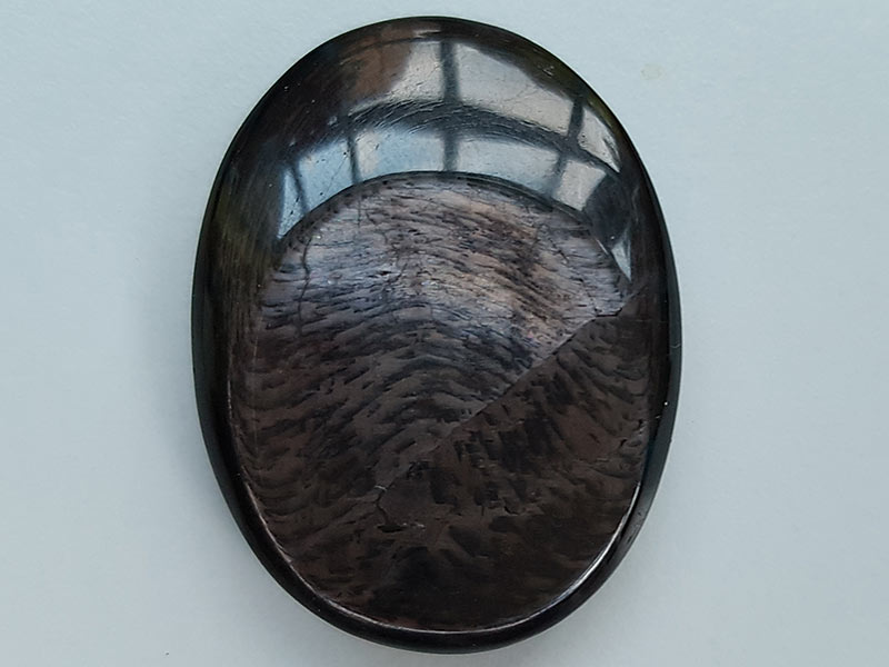 Highly polished hypersthene thumb stone 40 x 30 mm. The thumb stones have been designed to have a pleasing feel with the highest quality finish. They are shaped to fit beautifully between the thumb and fingers. Being a natural product these stones may have natural blemishes and vary in colour and banding. www.naturalhealingshop.co.uk based in Nuneaton for crystals, spiritual healing, meditation, relaxation, spiritual development,workshops.