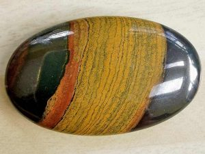 Highly polished Tiger Iron comfort stone approx size 50 x 30 mm Being a natural product this crystal may have natural blemishes and vary in colour and banding. www.naturalhealingshop.co.uk based in Nuneaton for crystals, spiritual healing, meditation, relaxation, spiritual development,workshops.